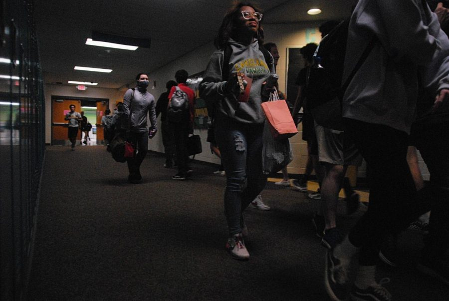 Photostory: Students Roam the Halls