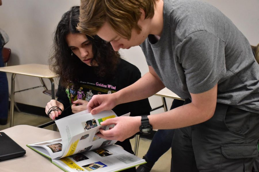 Photostory: Yearbook Signing