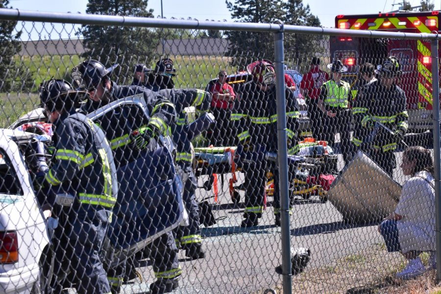 Many+firefighters+police+and+medics+on+the+scene%0A